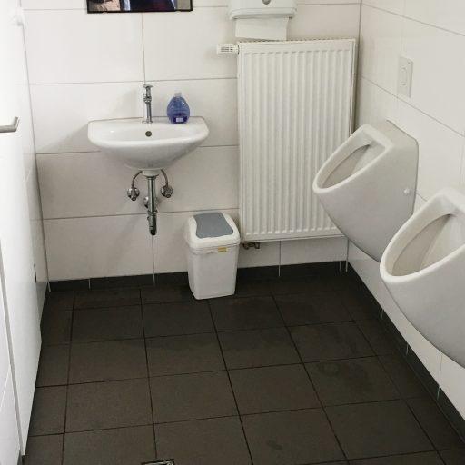 Jungen Toilette