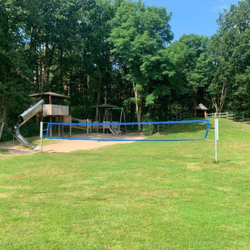 Volleyball-netz im Sommer