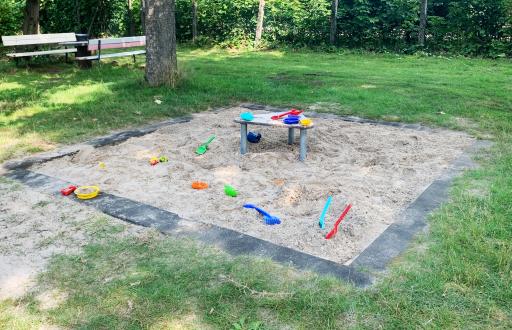 Spielplatz Hasenhöhle Platzaktion August Sandkasten